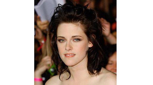 20 kändisfrisyrer vi aldrig vill se igen: Kristen Stewart  http://nyheter24.se/modette/skonhet/776190-20-kandisfrisyrer-vi-aldrig-vill-se-igen  Horrible celeb hair