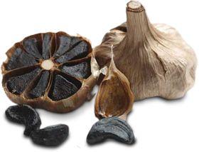 ZWARTE KNOFLOOK werd voor het eerst gebruikt en geproduceerd in Zuid-Korea als een gezonde voeding. Het biedt bijna twee keer zoveel antioxidanten als de reguliere tegenhanger. Zwarte knoflook heeft een laag vetgehalte, is rijk aan natuurlijke suikers en aminozuren en bevat absoluut geen additieven, evenals de belofte om geen spoor van geur of slechte adem achter te laten!