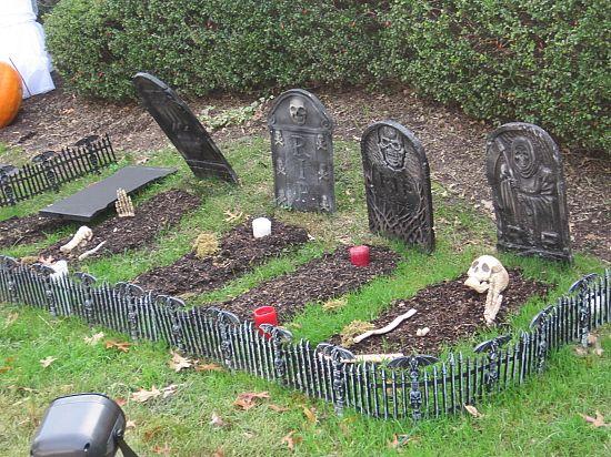 diy cemetery decorations hallow scream pinterest. Black Bedroom Furniture Sets. Home Design Ideas