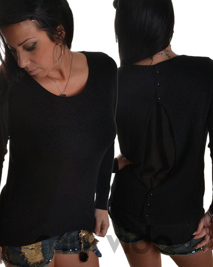 Maglia donna in lurex, con scollatura a girocollo e maniche lunghe. Lunghezza maglia alla vita, con apertura posteriore e chiusura con bottoni. http://www.myvida.it/donna/abbigliamento-donna/maglieria