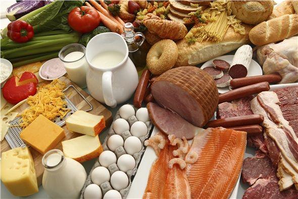 Et-yumurta-kuru baklagiller protein+demir içerir. Bebekte beyin, kas, diş ve kan yapımını sağlar.