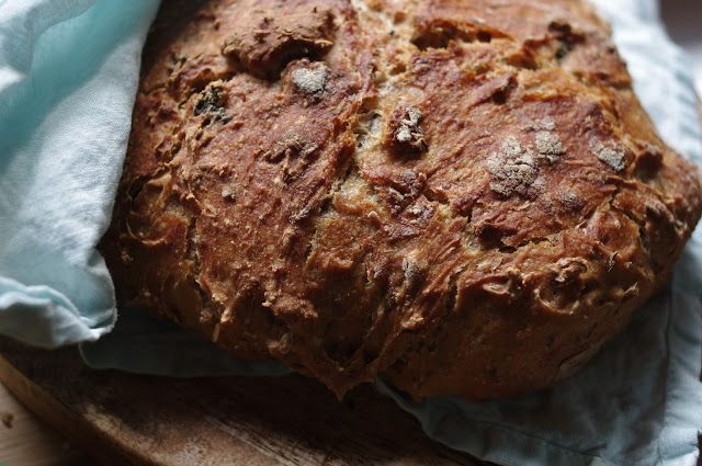 Bread with nettle and mint