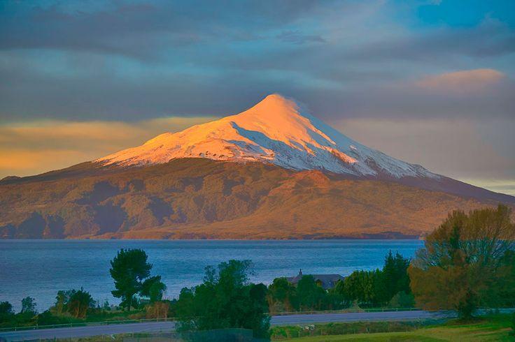Atardecer en el lago Llanquihue. Volcán Osorno. Puerto Varas, Chile