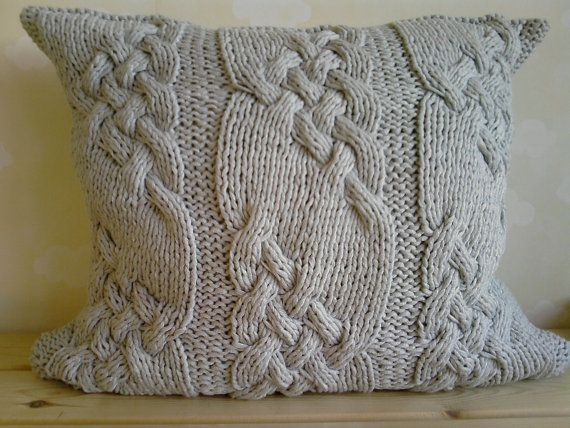 Cojín con ochos, tricotado a mano   -   Silver Gray Handmade Cabled Knit Pillow cushion