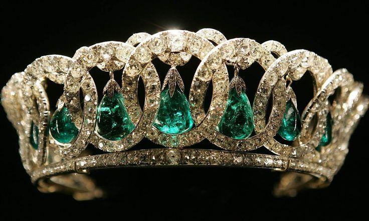 The best of Queen Elizabeth's jewelry collection