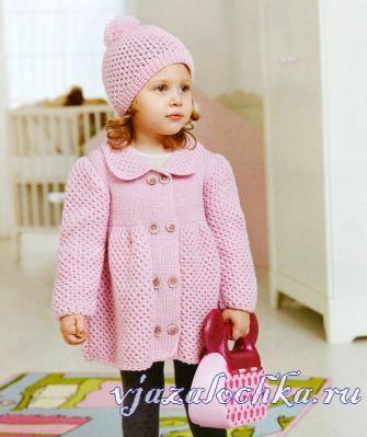 пальто для девочки спицами узором «Соты»