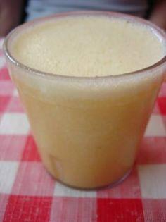Suco para tirar o apetite e ajudar no emagrecimento Ingredientes 2 laranjas 3 colheres de linhaça 200 ml de água Gelo adoçante