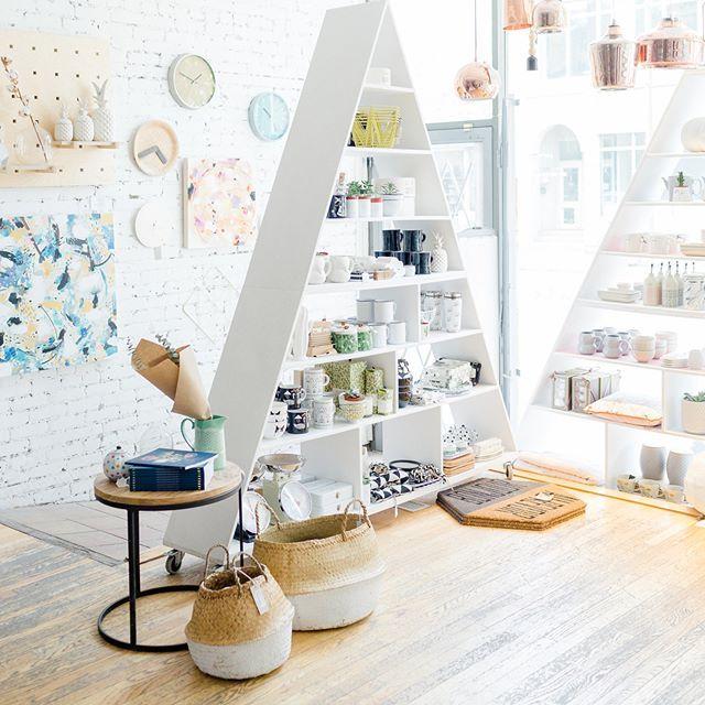 Thursday at the shop  ....................... Jeudi à la boutique  #monvestibule