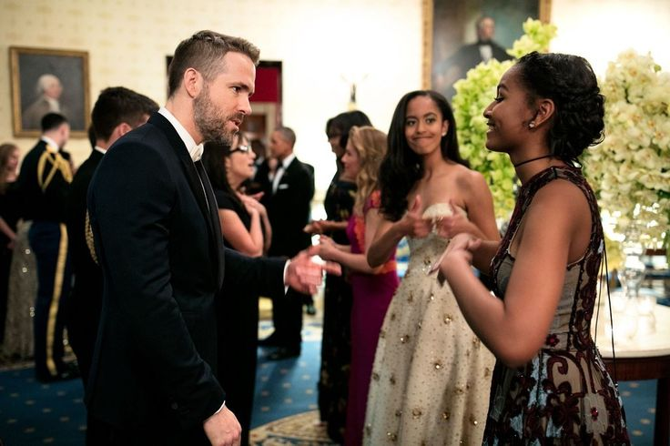 Malia gave a playful thumbs-up while her sister chatted with Ryan Reynolds during the White House state din...