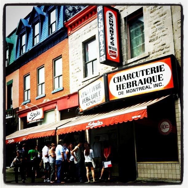THE spot pour manger la smoked meat - Schwartz, Montreal