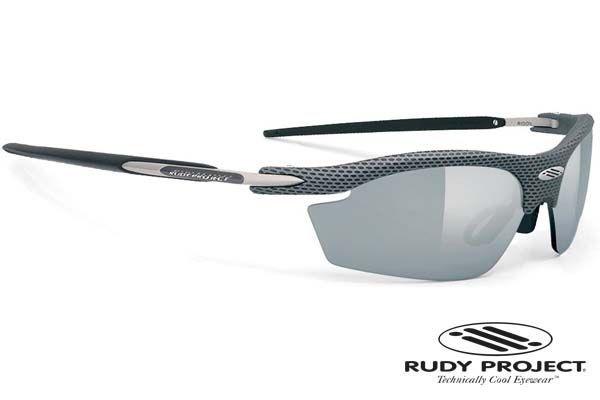 Rudy Project napszemüveg Rydon Carbon Laser Black. NXT® anyagból készültek. Pehelykönnyűek, törhetetlenek, repedés mentesek és tökéletesen éles látást biztosítanak. Ezeknek a lencséknek jó a kémiai ellenállósága, ráadásul bizonyos színek fényre sötétednek. Rudy Project speciális ImpactX™ anyaga magas hőstabilitású, hiszen 80°C-ig nem lép fel semmilyen optikai vagy szerkezeti károsodás. OLVASS TOVÁBB!