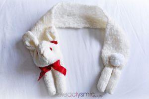 Пушистый кролик шарф с красными розами по Cateaclysmic