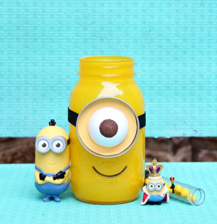 DIY Minion Mason Jar Gift - Morena's Corner