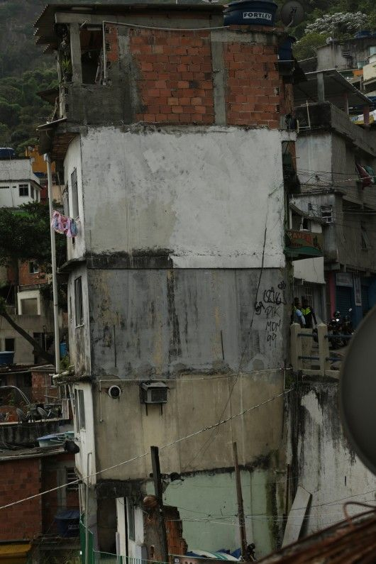 With limitations being put on the outer limits of the favela there is no choice but for Rocinha to grow upwards. Image Courtesy of Al Jazeera