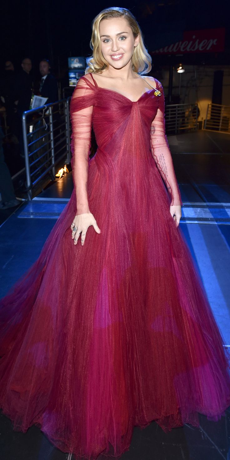 Miley Cyrus completely stunned during her Grammy performance in a Zac Posen dress. Her hair and makeup were also on point, too.
