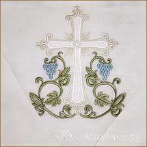 крест процветший на спинке крестильной рубашки.