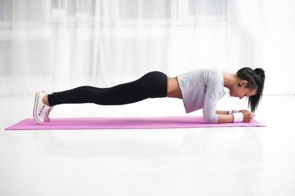 Abdos hypopressifs pour perdre du ventre. Prendre l'habitude de pratiquer des exercices hypopressifs peut devenir notre meilleur allié si l'on veut obtenir de bons résultats. Lorsque ce type d'exercices est réalisé correctement, on remarque r...