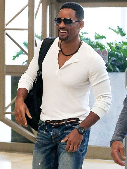 Will Smith, in modernized, semi-rimless aviators, was all smiles as he arrived at LAX! He's quite the happy jet setter!