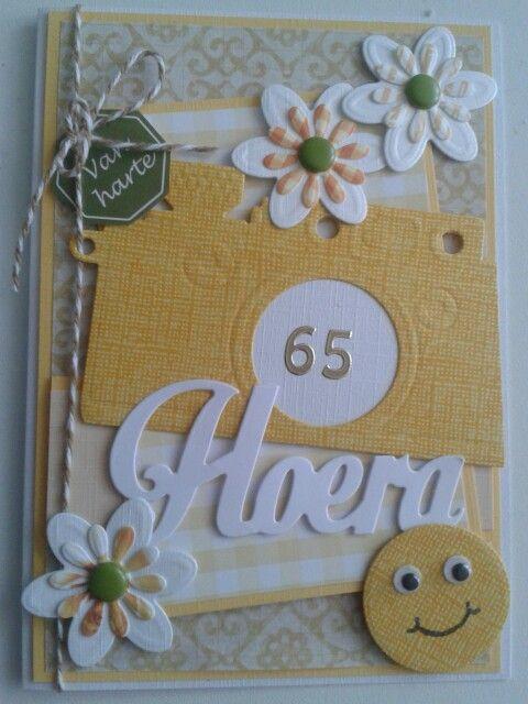 Van harte kaart voor iemand die 65 jaar word. Met marianne mallen .fototoestel.bloemen.tekst hoera.bloemen en kleine smile is restrondje wat uit het midden van het fototoestel komt. Zo kun je het mooi hergebruiken. Beetje versieren en Klaar!!!