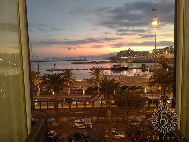 www.hotelbjvittoria.it #cagliari #sardegna #italy #camere #vista #mare #nave #sea #boat #msc #lanuovasardegna #