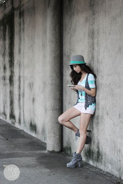 Love the blend of grey, white, and turquoise!: Fashion Street, Casual Sky, Fashionmi Style, Colors Schemes, Fashion Inspiration, Fashion Mi Style, Boots, Chic Fashion, Casual Tees