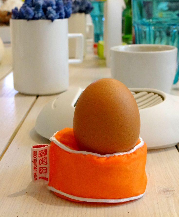 Śniadanie z Przedmiotem w Qchnia Artystyczna - miękkie lądowanie na poduszkach do jajek Egg Pillow od Vacu Vin :) - dostępne na Fabrykaform.pl