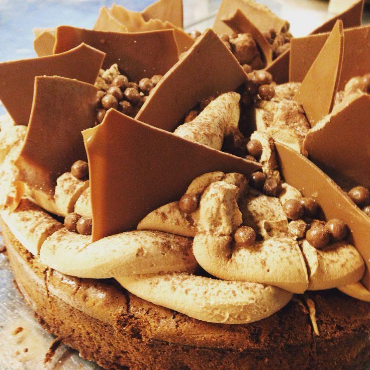 Brownies milk chocolate cream and milk chocolate pearls garnish #brownies #apapastavrou #chefpatissier patisserie By chef patissier argiris papastavrou