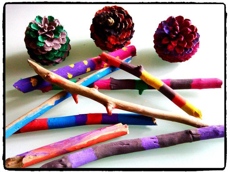 peindre sur des morceaux de bois, peindre sur des pommes de pin, peinture, activité enfant,