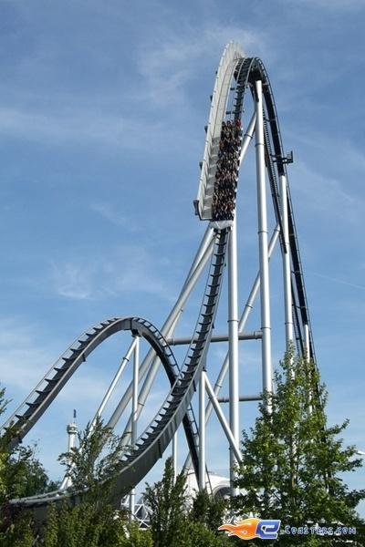 23/28 | Photo du Roller Coaster Silver Star situé à @Europa-Park (Rust) (Allemagne). Plus d'information sur notre site http://www.e-coasters.com !! Tous les meilleurs Parcs d'Attractions sur un seul site web !! Découvrez également notre vidéo embarquée à cette adresse : http://youtu.be/d-ta3VVHDK0