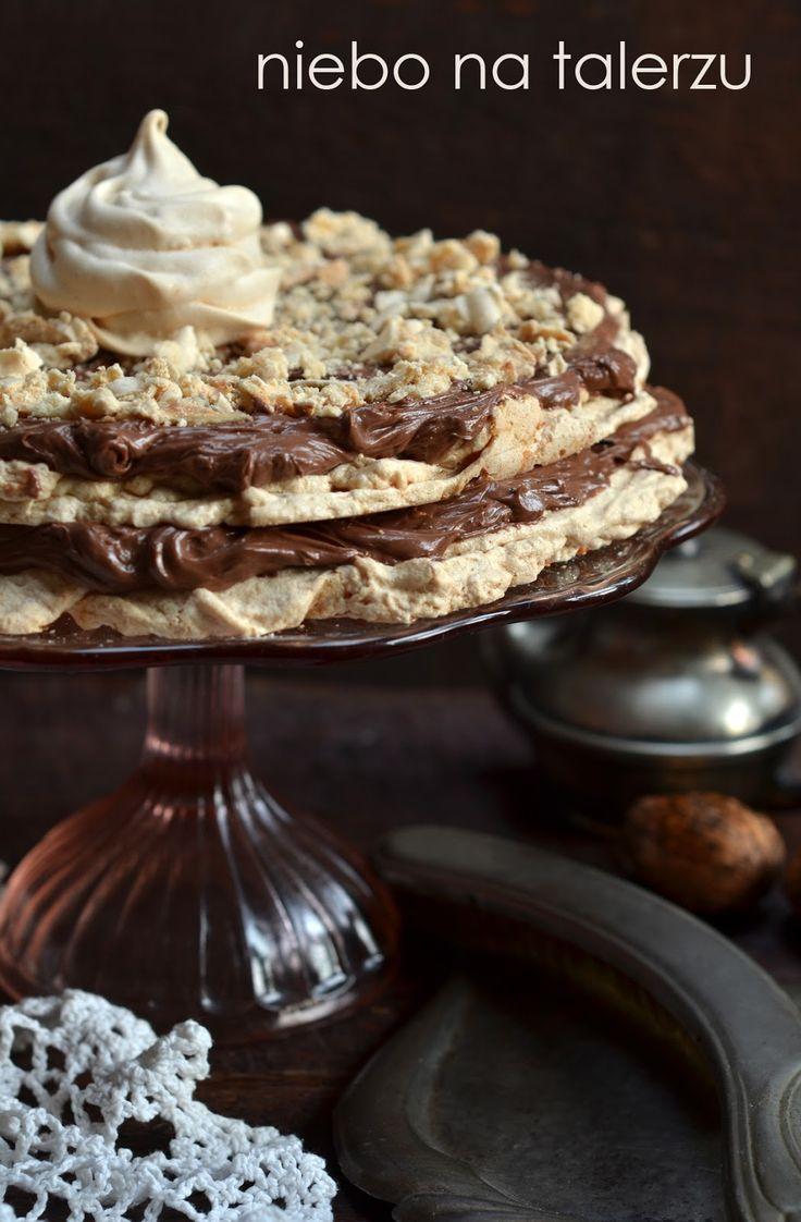 niebo na talerzu: Tort bezowy z orzechami. Beza orzechowa z kremem