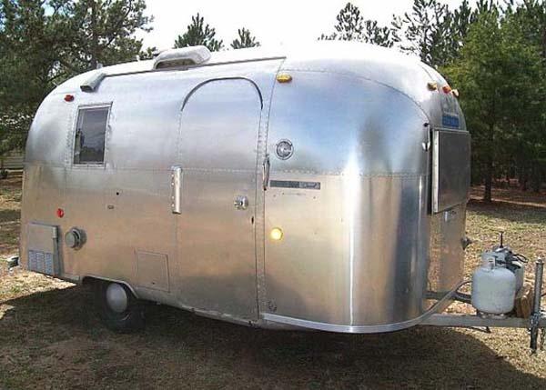 Airstream-Caravan (streamline)    I WANT ONE SOO BAD!!!!