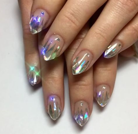 Bel Fountain-Townsend has created the more beautiful unicorn look, which she has named the 'icy unicorn tips'.  The nail features a clear polish with holographic metal to form icicle shapes at the tips of the nail.