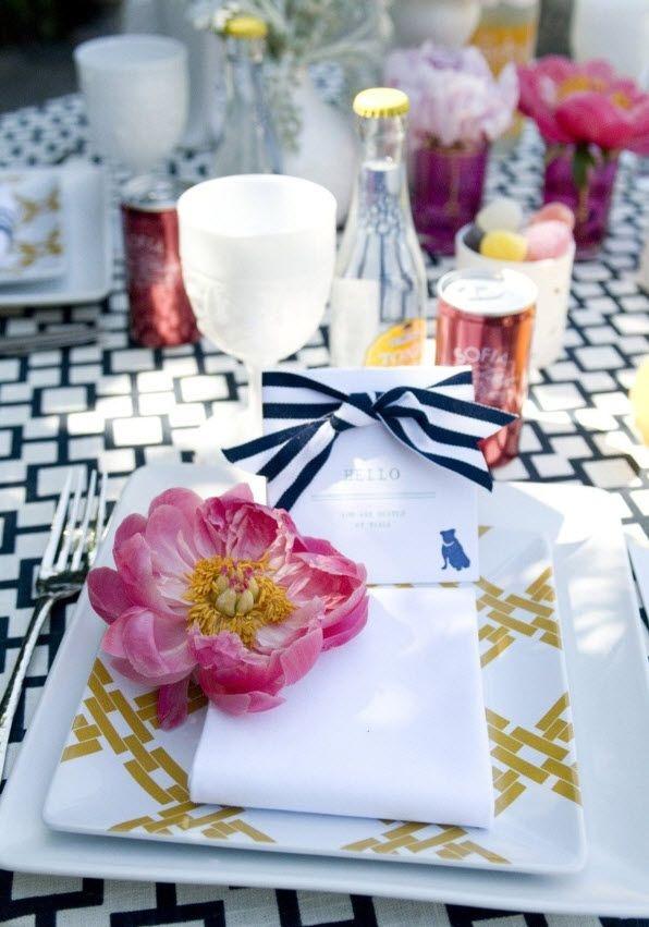 Black, white + hot pink tabletop