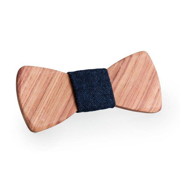"""Le noeud papillon en bois """"Le Rosé Romantique"""" By Oncle Pape. Retrouvez les noeuds papillon sur : www.onclepape.com  #noeudpapillon #bois #design #accessoirehomme #accessoirebois #designbois"""