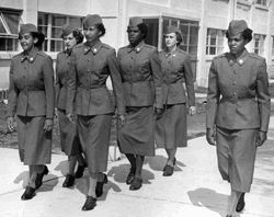 Demonstrating their skill in drilling, as PVT Elnora Hegmon (right) gives the commands, are (left to right) Privates Margaret Keels, Anna Lewis, Grace Green, Ellen Walker and Mary Burns, WAC Center, Ft. McClellan, AL, June 1955. US Army Photo