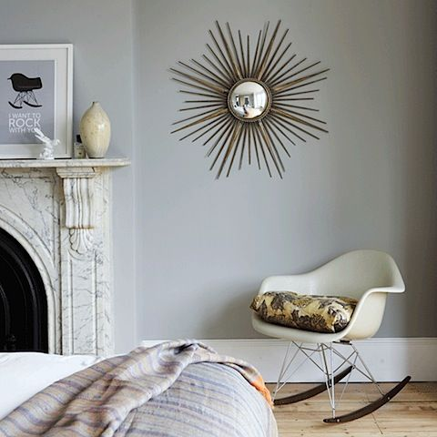 Design Trends and Tutorials For Sunburst Mirror Classic A sunburst mirror is a brooch for a room. I love sunburst mirrors! Over a fireplace or on a wall or bed head, they live somewhere between wall decor and functional art. Design trends come and go but the sunburst mirror is a classic. Source: Shelterness  …