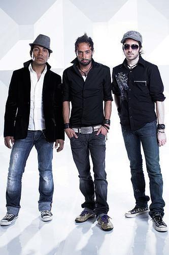 Camila es una banda mexicana de Pop rock, formado en el año 2005 por Mario Domínguez Zarzar y Pablo Hurtado Abaunza. Hasta el 2013, el cantante Samuel Parra Cruz formó también parte del grupo. Camila se fundó como grupo en el año 2005 al firmar Mario Domm el primer contrato discográfico del proyecto con Sony Music, al lado de el guitarrista Pablo Hurtado y el cantante veracruzano Samo. Con ellos grabó los discos Todo Cambió (2006) y Dejarte de amar (2010), logrando la aceptación del públi...
