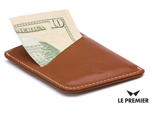 Mniejszy już być nie może! Dzisiaj przedstawiamy najmniejszy portfel marki Bellroy - Card Sleeve. Pomieści do 8 kart oraz banknoty, a jest przy tym baaardzo dyskretny. Do kupienia tylko na www.le-premier.pl #pomysłnaprezent #bellroy #lepremier