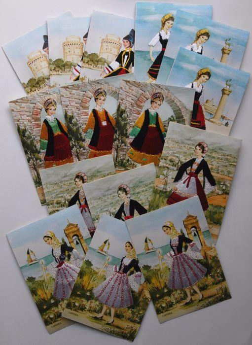 Griekenland - Lot van 55 met de hand geborduurd ansichtkaarten uit jaren ' 60 - nationale kostuums  Klederdracht uit Macedonië Rhodos Epirus en Kreta.Allemaal verschillend als ze handgemaakt zijn.Afmetingen: 10.5 X 15 cmZie foto's voor meer informatie.Deze veel zullen verzenden per aangetekende post met enkele ruilend  EUR 3.00  Meer informatie