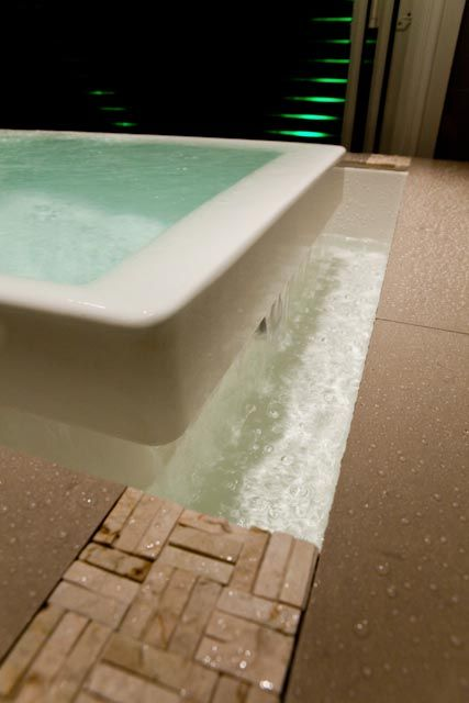 Freestanding bath closeup