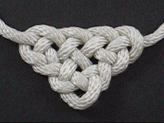 International Guild of Knot Tyers Forum ....  picture of a Celtic Triangle Knot
