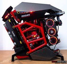 Ce matin on se penche sur le projet Ducati Monster PC conçu par palmparkour. On est sur un scratch build très inspiré par le thème de la moto. Photos: Hardware: Boitier: Scratch CPU: Intel Core I7-37