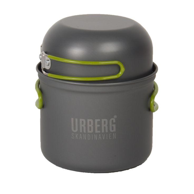 Urberg Cooking Set är ett kastrullset för gaskök med 4 kastruller i olika storlek tillverkade i hårdanodiserad aluminium. Samtliga kastruller har utfällbara gummierade och värmeskyddande handtag. Köket förvaras i den medföljande nätpåsen med smidig dragsko.