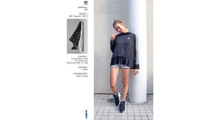 9月9日(土)に原宿エリアで開催された「VOGUE FASHION'S NIGHT OUT(FNO)」。様々なショップがそれぞれ多種多様なやり方でファッションの祭典を盛り上げました。中でも大盛況をみせた〈アディダス オリジナルズ(adidas Originals〉のブース。キャットストリートに位置する旗艦店「adidas Originals Flagship Store Tokyo」で行われましたが、皆さんは足を運ばれましたか? 〈アディダス オリジナルズ〉の人気アイテム「EQT」のイベントとして開かれ、ブラウン管や90年代型のPCが置かれたノスタルジックな空間に。 メインイベントは、Tammy Volpe(タミー ボルピ)によるライブフォトセッション。彼女は日本とアメリカのルーツを持つミレニアル世代のフォトグラファーで、国内外のカルチャー誌やファッション誌などで活躍しているアップカミングなアーティストです。 撮り終わったポートレートは、冒頭の写真のようにブランディングコードが合わさったポスターとして来場者にプレゼントされました。 ファッション文化の再隆盛を...