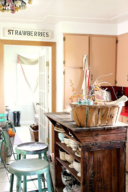 A Splash of Fall Inside and Cottage of the Month! | rusty hinge