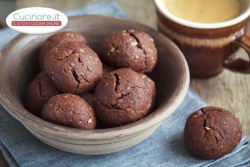 Pandoro e Panettone sono due dolci tipici di Natale: scopriamo come unirli per realizzare degli ottimi biscotti di pandoro e panettone!