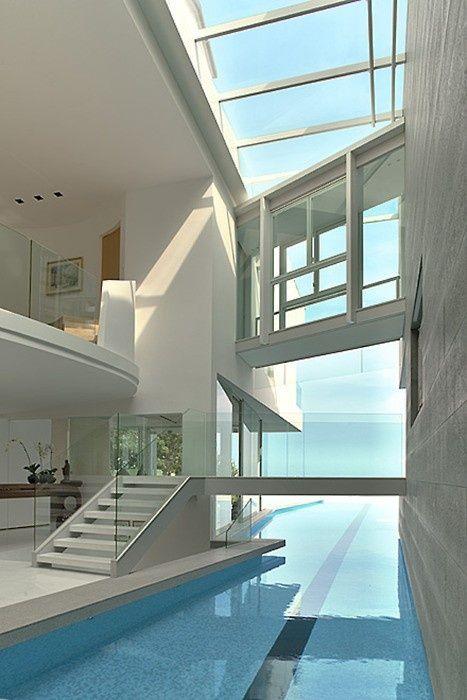 Amazing Interior Designing; juste pour la piscine qui lie l'intérieur à l'extérieur...