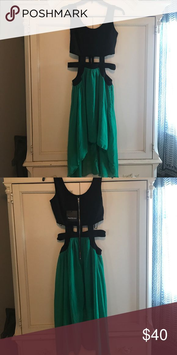 NWT cutout dress✨ NWT cut out dress. Perfect for a night out! Size M. Kelly green and black. Dresses