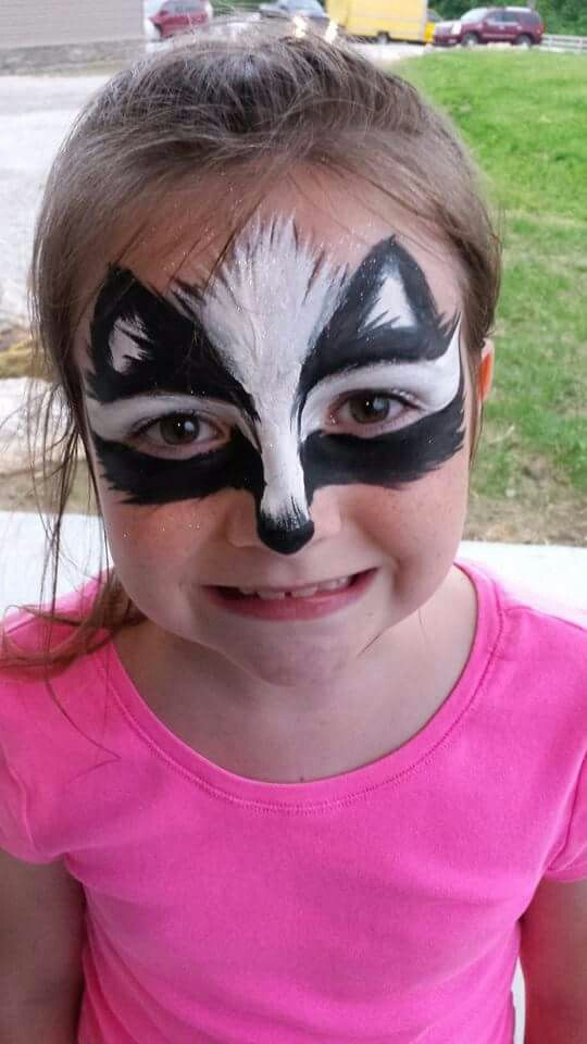 Skunk face paint