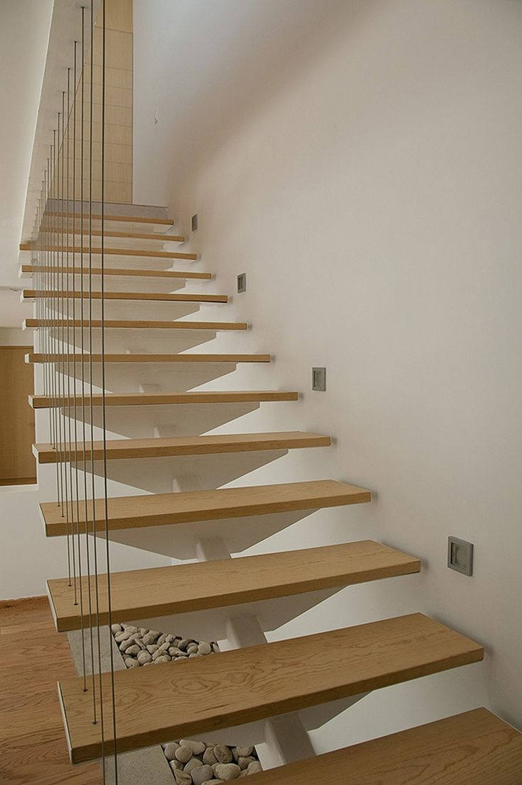 M s de 1000 ideas sobre escaleras voladas en pinterest - Escaleras con peldanos de madera ...
